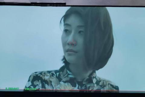 「火神的眼淚」15日播出最新一集,朱芷瑩在劇中飾演墜樓輕生的錢小姐,不少網友都很好奇這場戲是怎麼拍攝完成的,因為畫面看起來很逼真,而她也為大家解答這幕後的秘密。朱芷瑩首先就先解釋錢小姐這個角色,在劇...