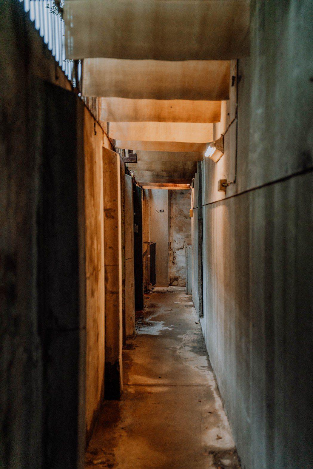 以咖啡染布裝飾的長廊,留給參與者,無限的風味與哲學聯想。圖 / Nespress...