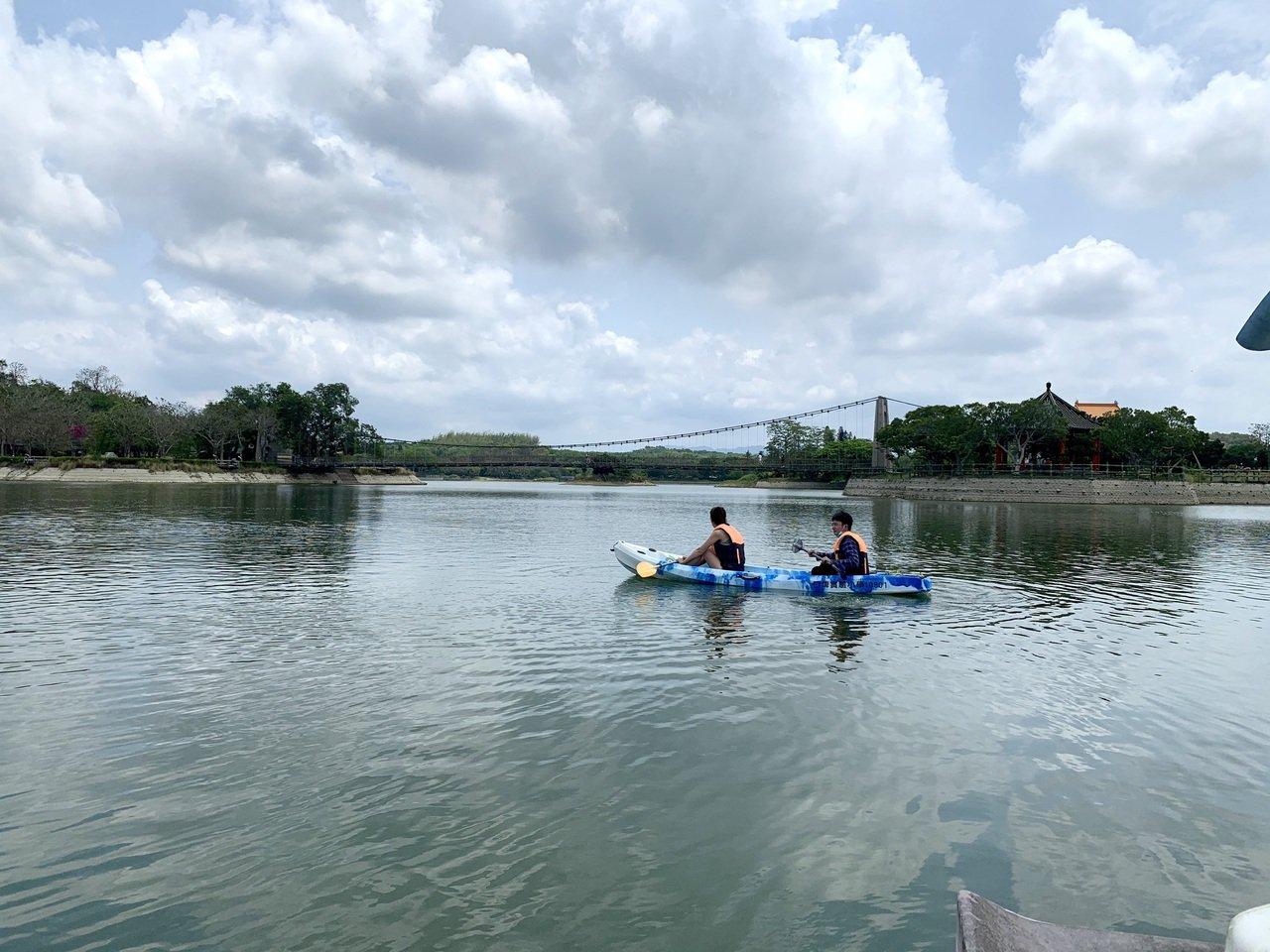台南新化虎頭埤水域有獨木舟體驗。 圖/吳淑玲 攝影