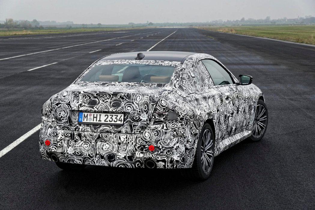 標準版的2-Series Coupe跑格已相當明顯。 摘自BMW