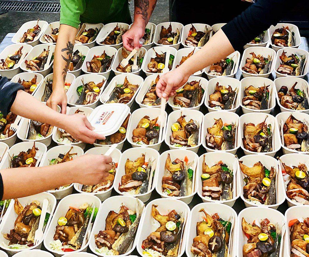 原民野味便當可依個人和團體預算而設計,菜色主要包含兩款「原住民主食餅」、「宮廷甘...