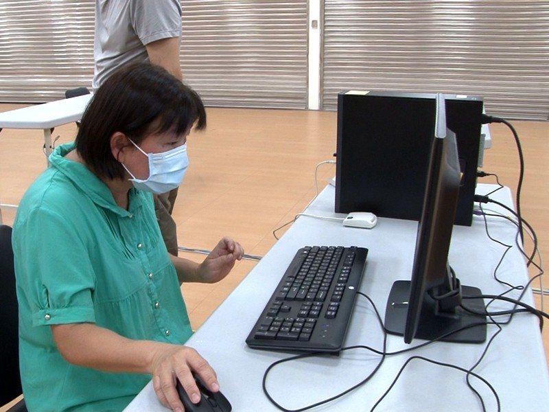 瑞芳區公所1/3的人力,明(18)日開始在瑞龍市民活動中心三樓進行異地辦公。 圖/觀天下有線電視提供