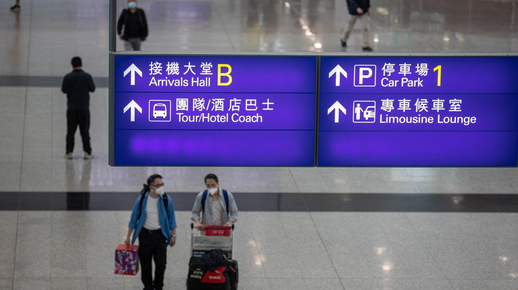 香港收緊台灣訪客入境管制,若未接種新冠疫苗,必須在指定酒店強制檢疫21天。歐新社