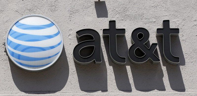 美國電信營運商AT&T接近敲定一項協議,將旗下華納媒體與同業Discovery合併。(路透)
