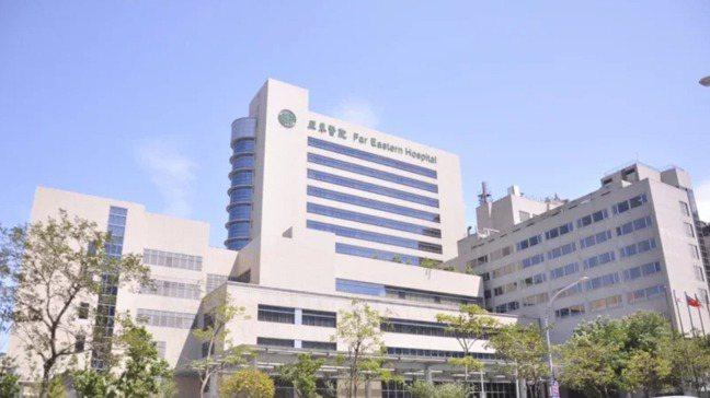 亞東醫院爆出院內感染的可能,1名陽性確診個案至少已擴大累計達7名陽性個案。記者張...