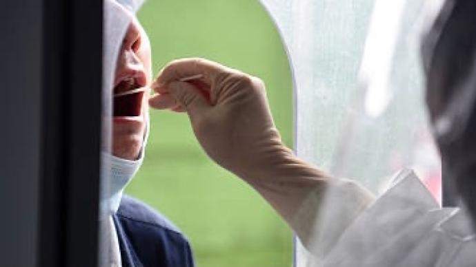 遼寧營口現群聚感染確診,新華社稱多名官員已被問責。澎湃新聞