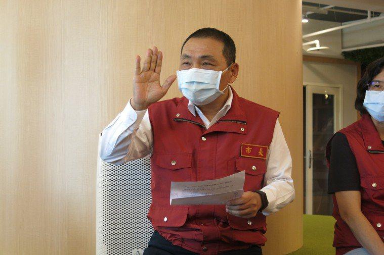 新北市長侯友宜表示亞東醫院內感染源明確,不需要擔心。記者李成蔭/攝影