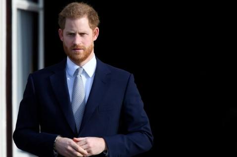 英國哈利王子已經因為與妻子梅根在歐普拉電視專訪中批評皇室有種族歧視、散布謊言破壞梅根形象等等言論激怒英國上下,成為皇室人員巴不得趕快剝奪頭銜的大逆不道眼中釘,在民眾心目中的人氣也跌至谷底,原本他和梅...