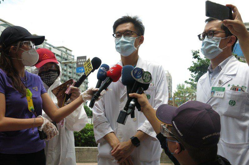 亞東醫院醫療副院長邱冠明。記者李成蔭/攝影