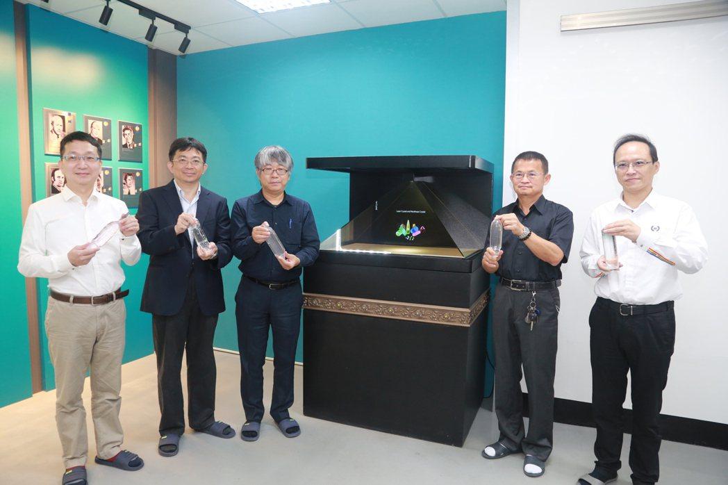 中山大學晶體研究中心目前正自行研發晶體生長設備及相關技術,是國內唯一具備生長6至...
