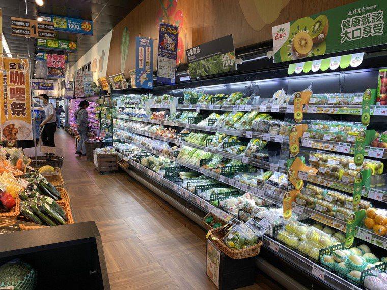 大賣場生鮮蔬果區。記者修瑞瑩/攝影