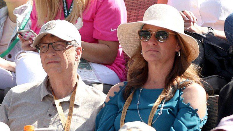微軟創辦人蓋茲(左)與妻子梅琳達.法蘭琪.蓋茲(右)本月3日宣布離婚。圖為兩人2019年3月的檔案照。法新社