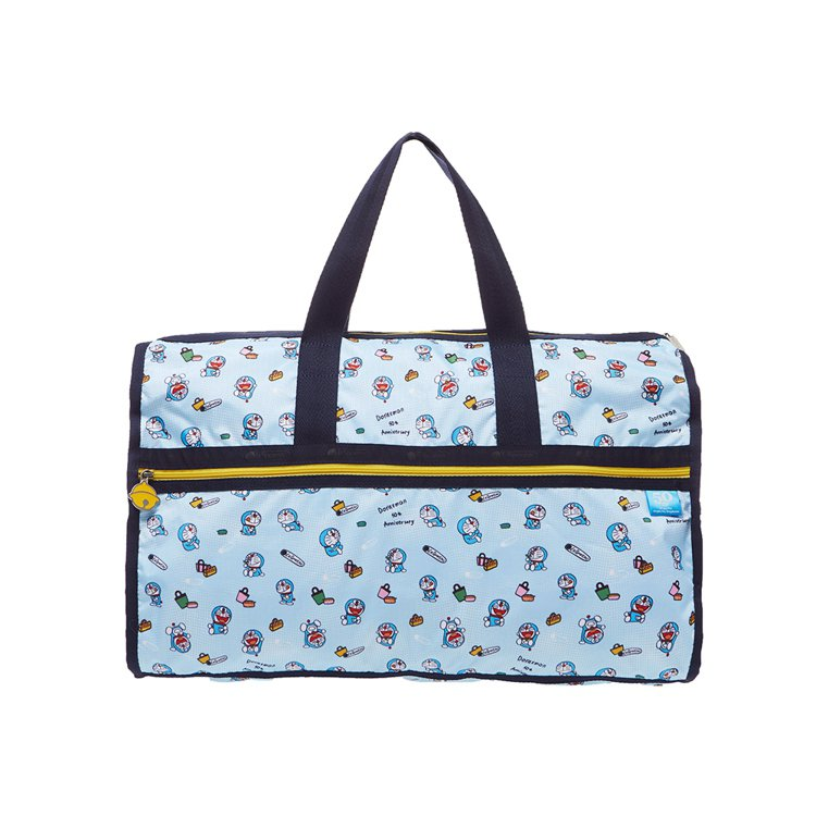 DORAEMON暑假日常奢華大型旅行袋,7,700元。圖/LeSportsac提...