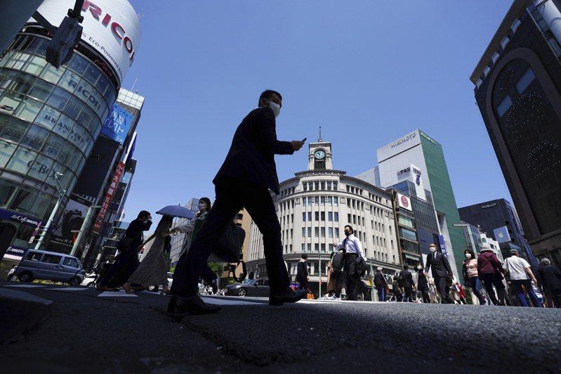 有調查顯示約8成的日本上班族贊成周休三日,但也有大致相同比率的人覺得自己的公司未來不會開放員工選擇新制。美聯社