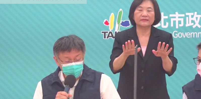 台北市長柯文哲今天提出,民眾自動自發封城,不是出動軍隊的強制封城。柯文哲也呼籲中央,除了雙北高中以下停課後,他也呼籲教育局,也應該宣布大專院校停課。圖/翻攝直播