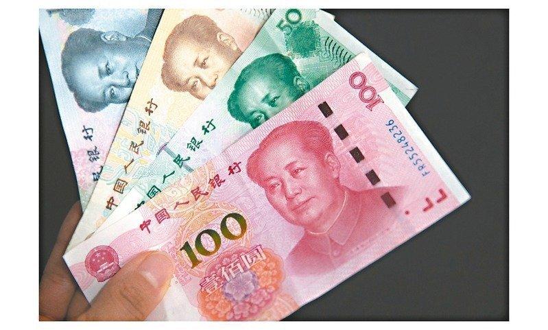 中央銀行今公布,4月銀行人民幣存款餘額為人民幣2,391.12億元,月減人民幣25.22億元,連二月下滑,並跌至五個月新低。本報系資料照片