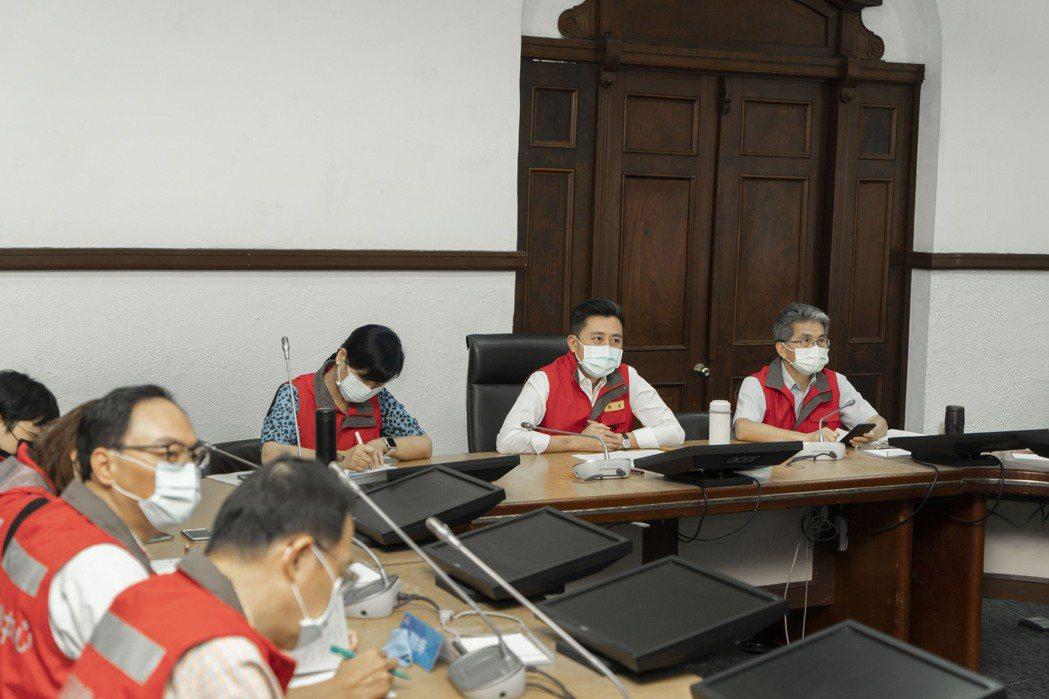 林智堅今舉行防疫會議,宣布防疫四大重點,包括竹市獲配公費疫苗將由各大醫院第一線醫...