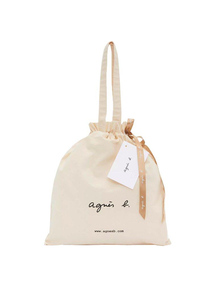 全站提供風格清新簡約的束口帆布袋,作為線上獨有禮品包裝。圖/agnès b.提供
