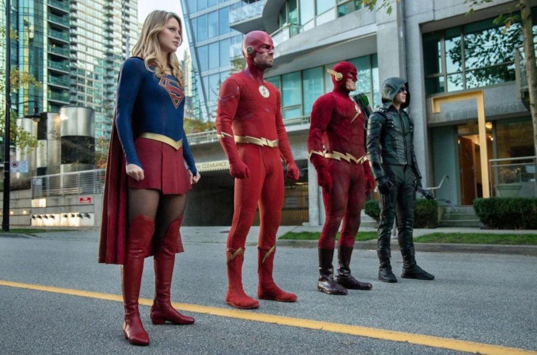 「綠箭俠」中一群DC英雄大串連,在美國播出時就曾造成話題。圖/CATCHPLAY...
