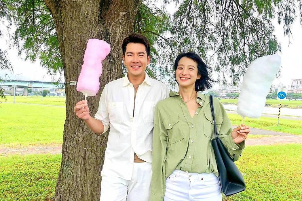 王傳一(左)、賴雅妍拍攝「三隻小豬的逆襲」。圖/三立提供
