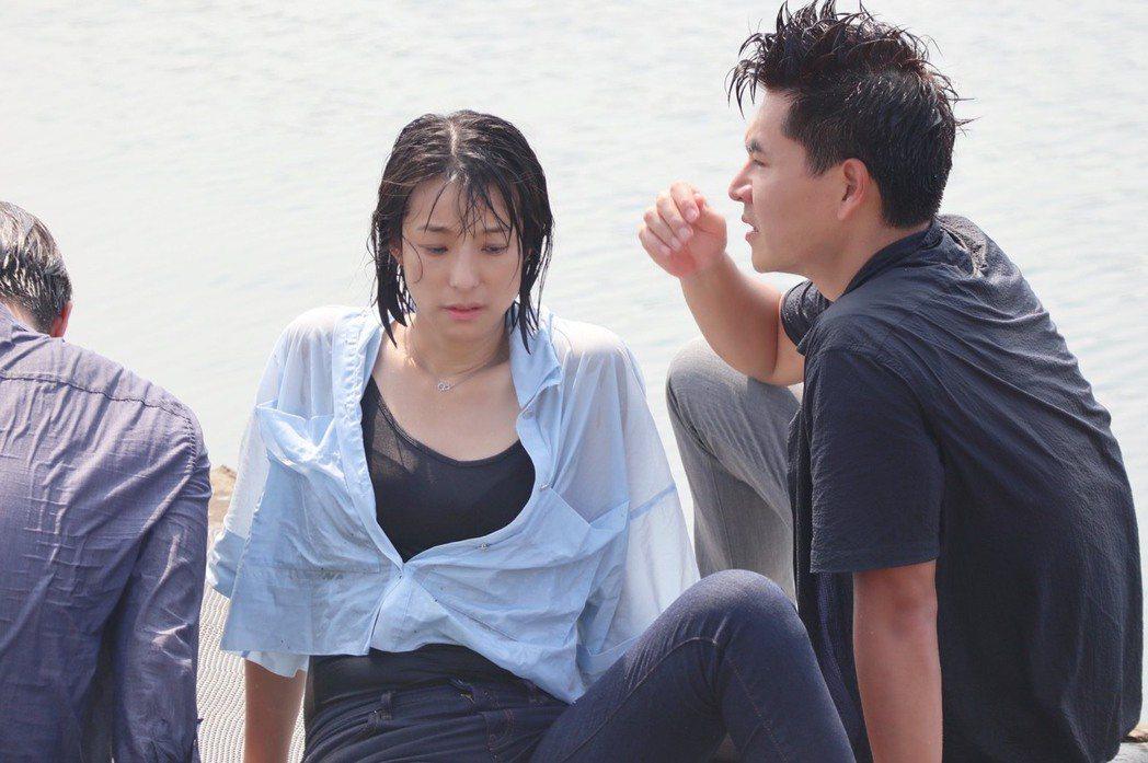 賴雅妍戲裡跳水救人,其實本身是個旱鴨子。圖/三立提供