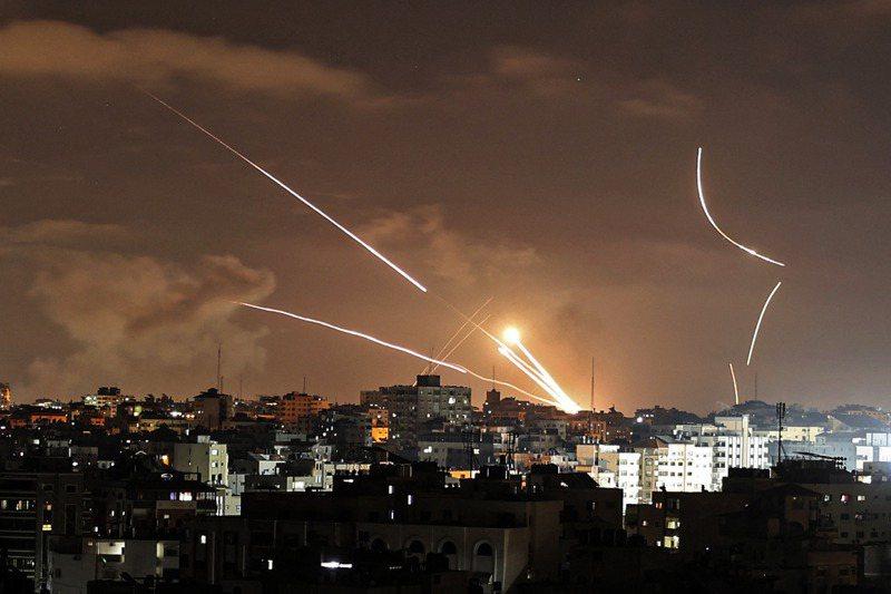 最近從加薩走廊發射的火箭砲,發射更密集且射程更遠。法新社