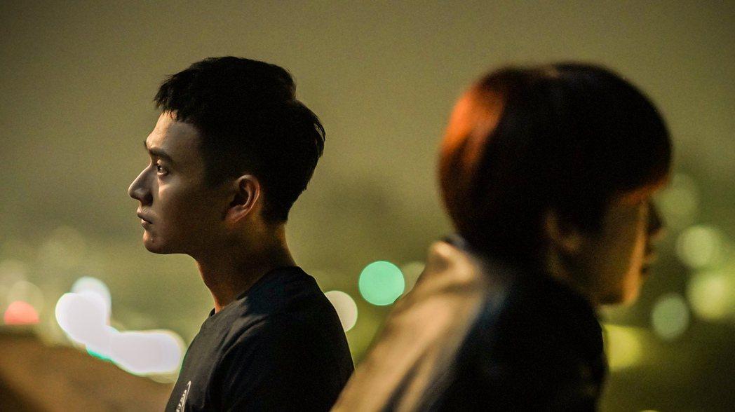 劉冠廷(左)在劇中看到陳庭妮的難過也很無力。圖/公視、myVideo提供