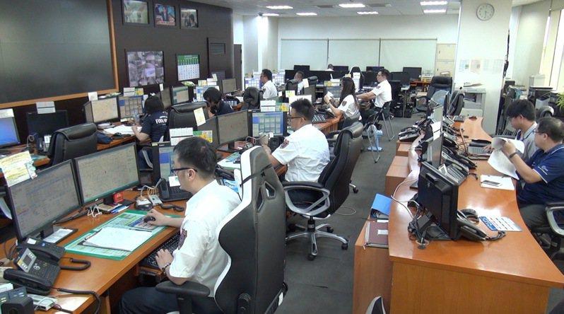 台中市消防局在截至今晚9時為止,接獲2起電梯受困案件。圖/報系資料照