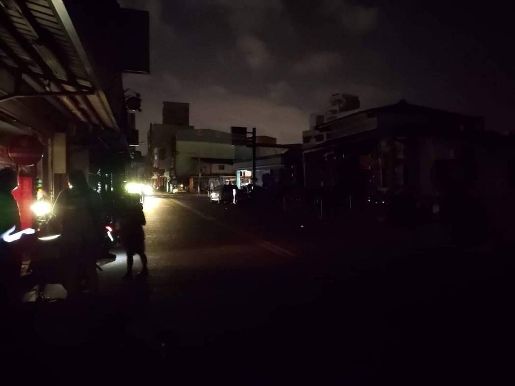 宜蘭羅東鎮北成地區停電,民眾在家熱到受不了。圖/翻攝自宜蘭知識+