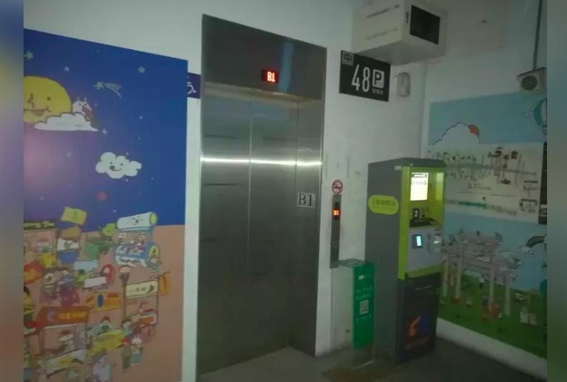 台北市消防局截至晚間九點,119救指中心共計受理電梯受困8件,消防局均已派員到現...
