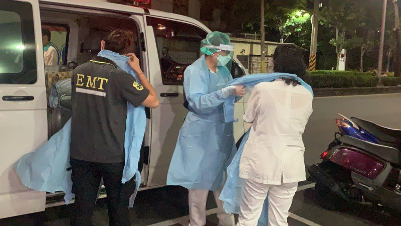 高雄鳳山區這家醫院附設護理之家有行政人員確診,讓高雄市衛生局繃緊神經。記者徐如宜/攝影
