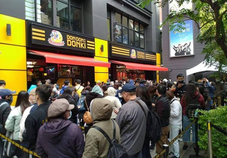 西門町的唐吉訶德台灣首店,開幕時人潮洶湧。記者黃仕揚/攝影
