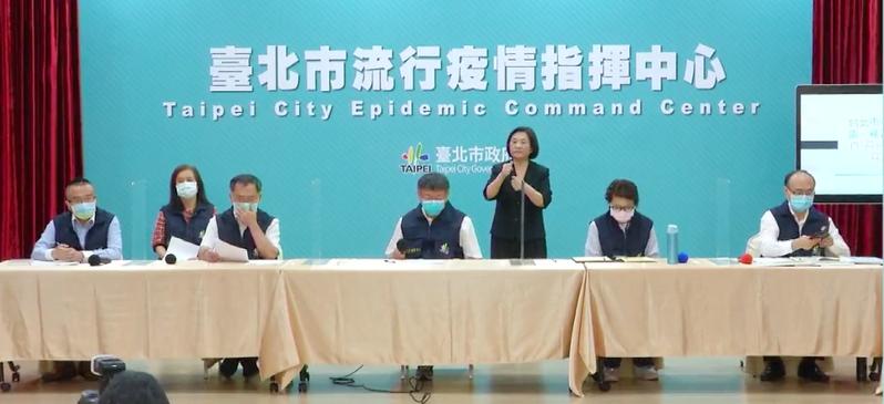 台北市長柯文哲上午宣布,台北市全境,高中以下,包括高中、國中、小學、幼稚園、安親班、補習班,全部停班停課,先停兩周。圖/引用自網路直播