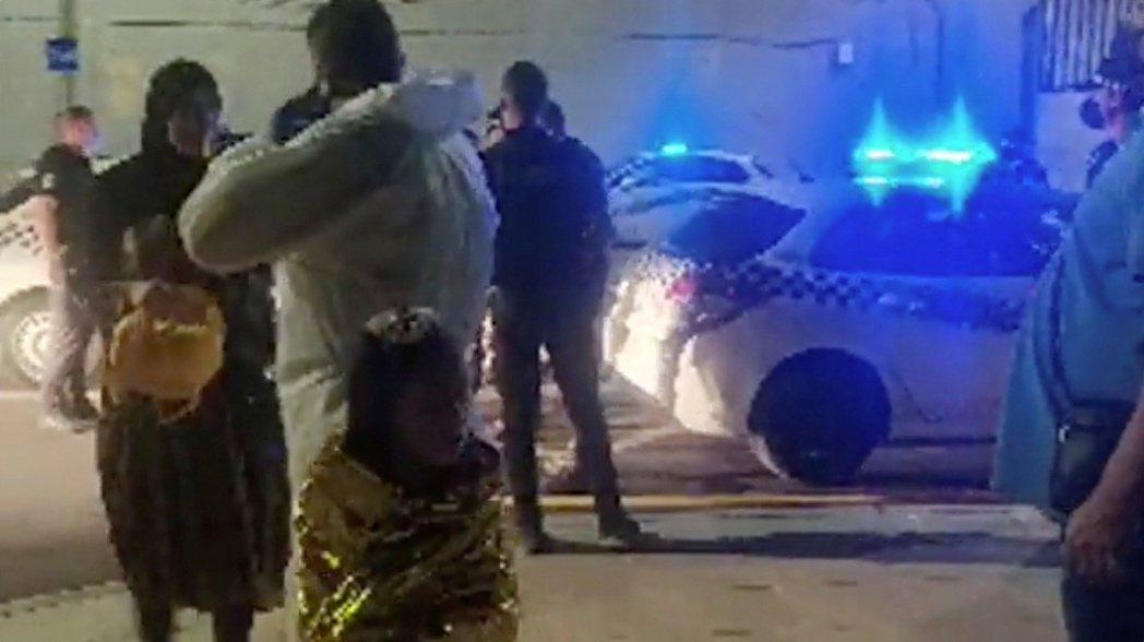 短時間闖關入境的5,000名非洲偷渡客,讓休達自治政府極度緊張,除了全力抽調警察...
