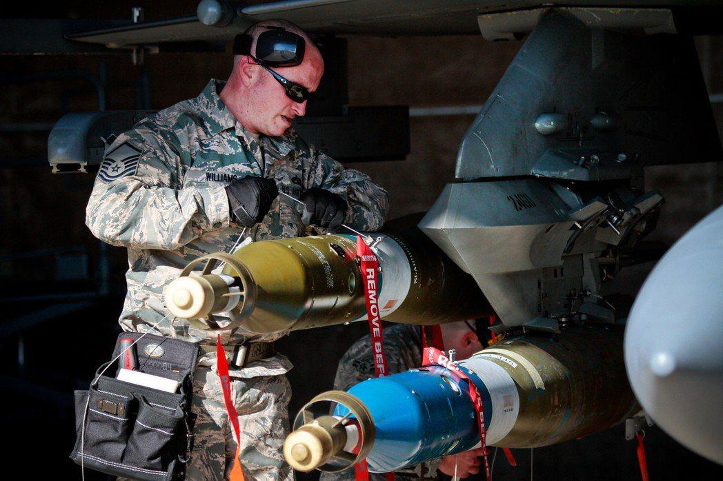 飛彈的尋標段也大量使用珍稀元素金屬。 圖/美國空軍