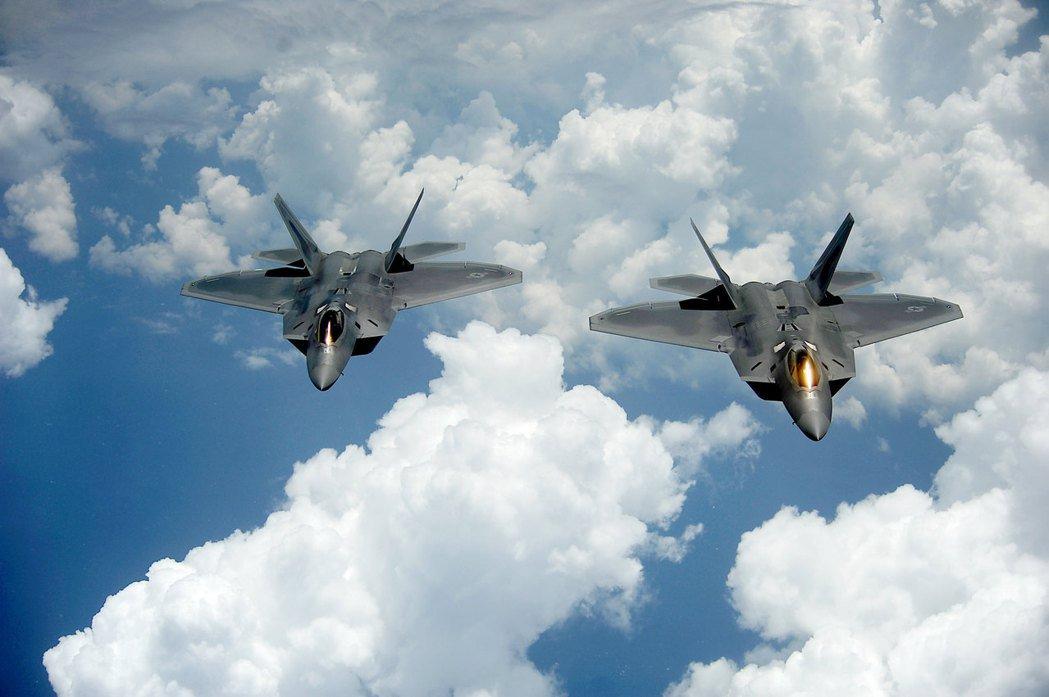 F-22上的塗料也使用不少特殊元素金屬。 圖/美國空軍