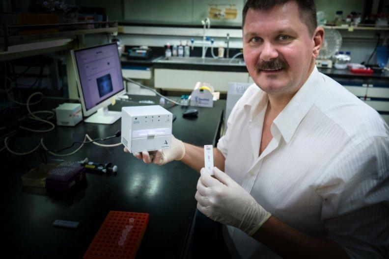 Apollo Biotech 創辦人柯立世(Clas Sivertsen)與其所...