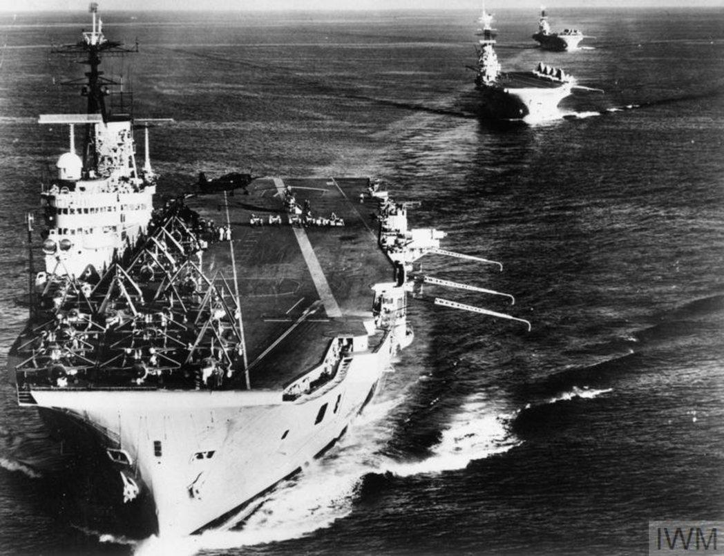 1956年英國海軍對埃及的蘇伊士運河侵攻艦隊。 圖/帝國戰爭博物館