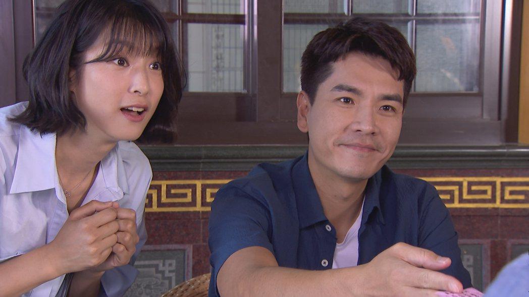 賴雅妍(左)和王傳一感情戲很討喜。圖/三立提供
