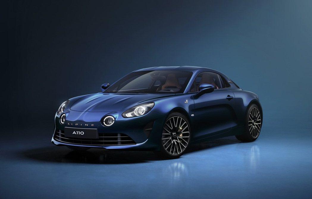 Alpine A110 Legende GT的Abyss Blue專屬車色。 摘...