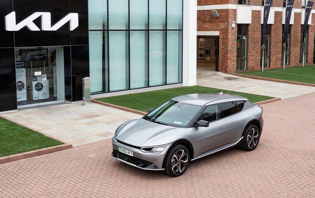 Kia EV6是品牌首款建構於Hyundai-Kia集團開發的E-GMP電動模組...