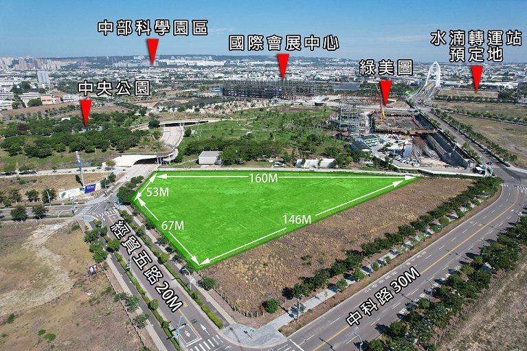 標的土地分區為第二種文化商業區,公園第一排。 業者/提供