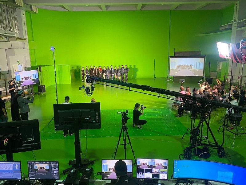 嶺東科大數媒系「即時合成特效攝影棚」擁有全世界最新的虛擬攝影棚設備與專業技術師資...