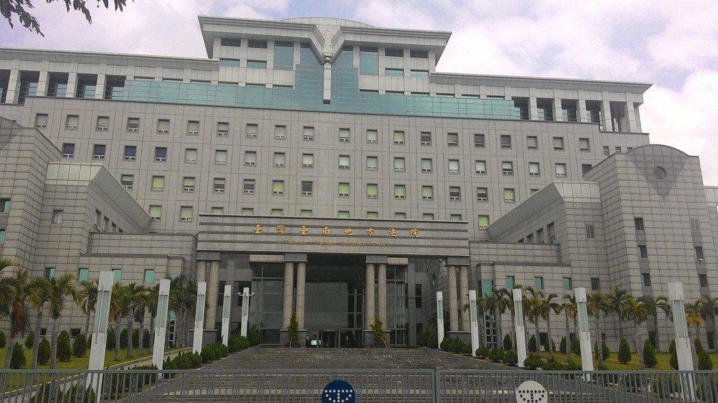 邱姓男子被控於5個多小時內,無故撥打警察機關報案專線,經警方勸阻不聽,台南地院法...