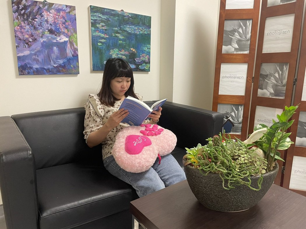 中國醫藥大學新竹附設醫院身心科醫師姜學斌建議,可以透過「四不五要」來減低焦慮,圖...
