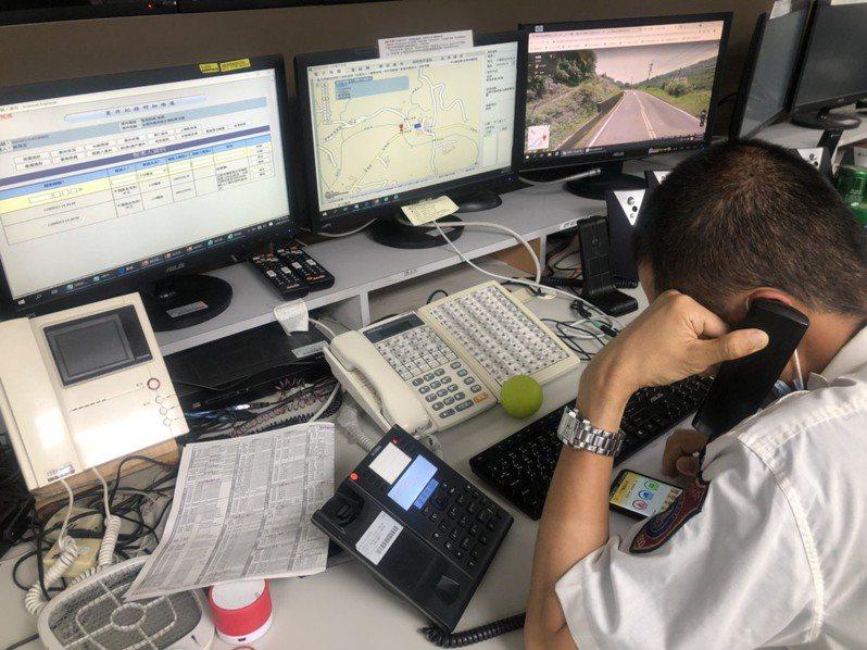 台南市消防局救災救護中心執勤員,引導民眾下載、開啟「119報案APP」,成功取得確切定位點,縮短救護車救援時間。圖/讀者提供
