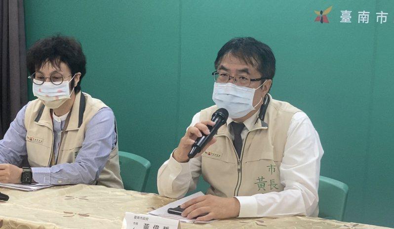台南市長黃偉哲今天舉辦疫情記者會,作為副市長趙卿惠。記者修瑞瑩/攝影