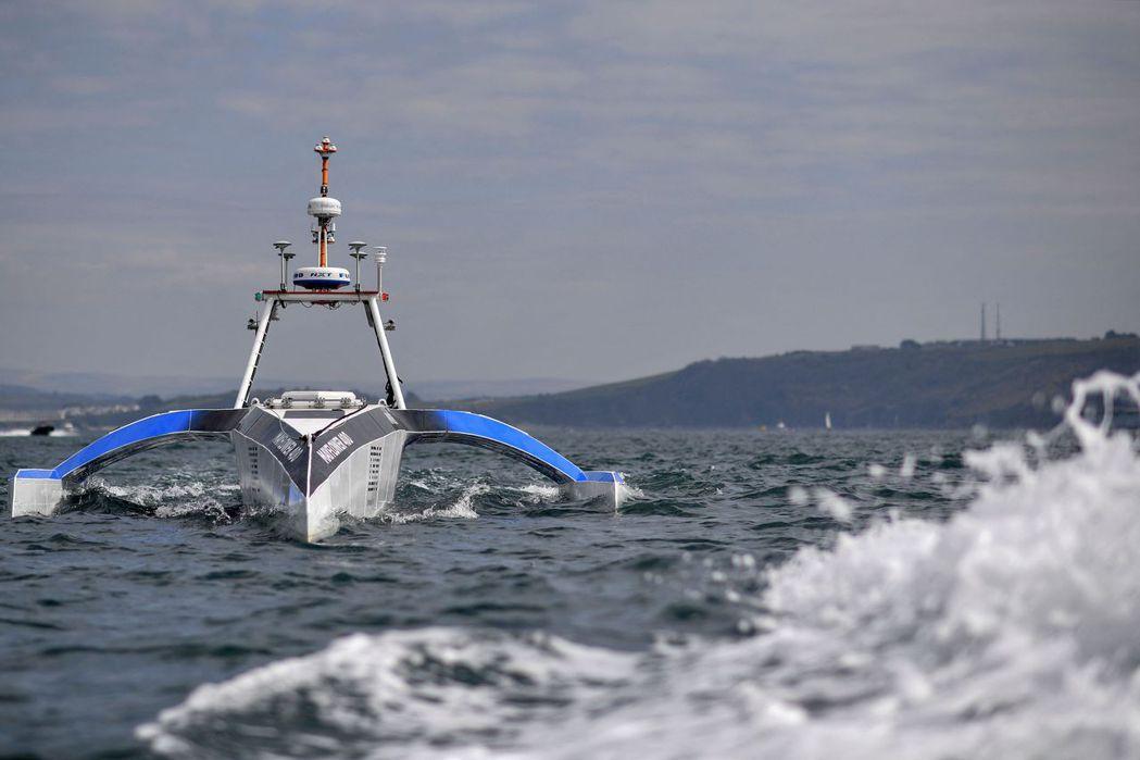 五月花號自駕船是一艘由人工智慧(AI)和太陽能驅動的海洋研究船,將在海洋上航行並...