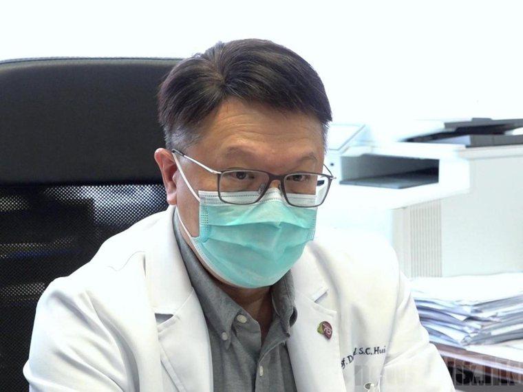 香港政府專家顧問、中大呼吸系統科講座教授許樹昌。(香港電台)