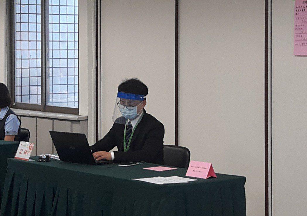 金融股第一家召開股東會的京城銀行,今天上午開股東會時,即全面配發行員、工作人員頭...